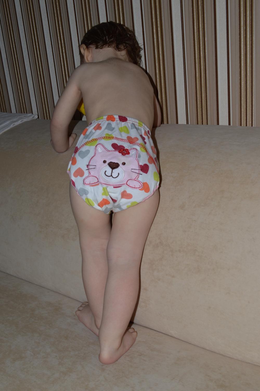 С девочек снимают штаны и трусы 2 фотография
